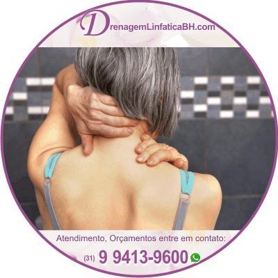 A massagem, juntamente com as técnicas de alongamento, ajuda a melhorar o movimento e reduzir a tensão muscular na região dos Ombros
