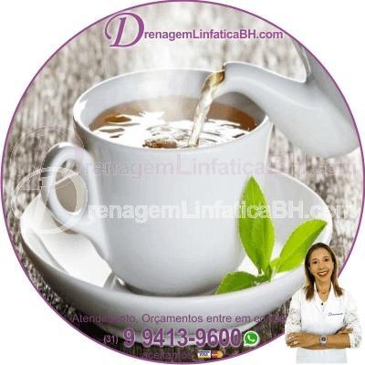 Beba chás diuréticos, como chá de casca de abacaxi, de cavalinha ou de hibisco. Procure também alimentos que estimulam a função diurética